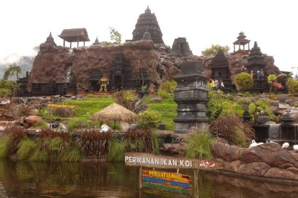 wahana-replika-candi-di-eco-green-park-jatim-park-2