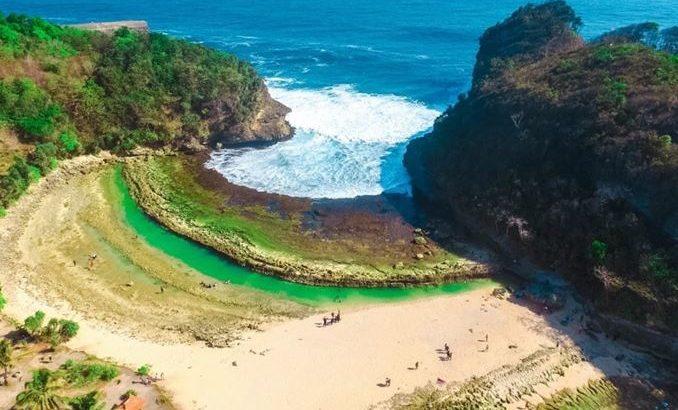 foto pantai batu bengkung