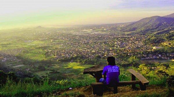 bukit paralayang wisata romantis di malang