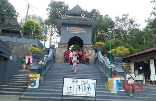 gunung kawi wisata sejarah di malang