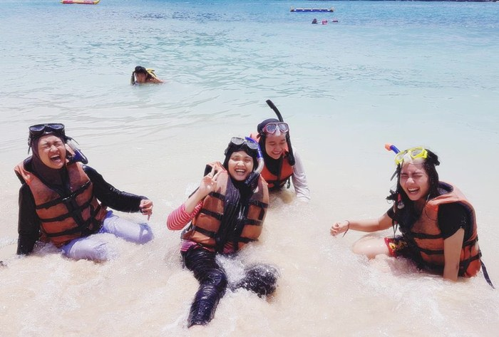 Tempat Snorkeling di Malang - Pantai Tiga Warna