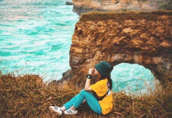 Pantai Terindah di Pacitan - Pantai Karang Bolong